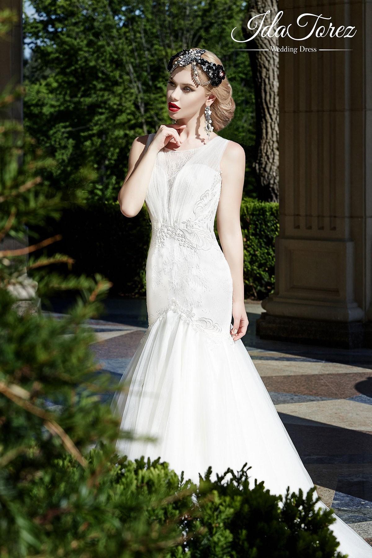 Elegant Trumpet-Mermaid Dropped Sweep-Brush Train Tulle Ivory Sleeveless Buttons Wedding Dress 01022
