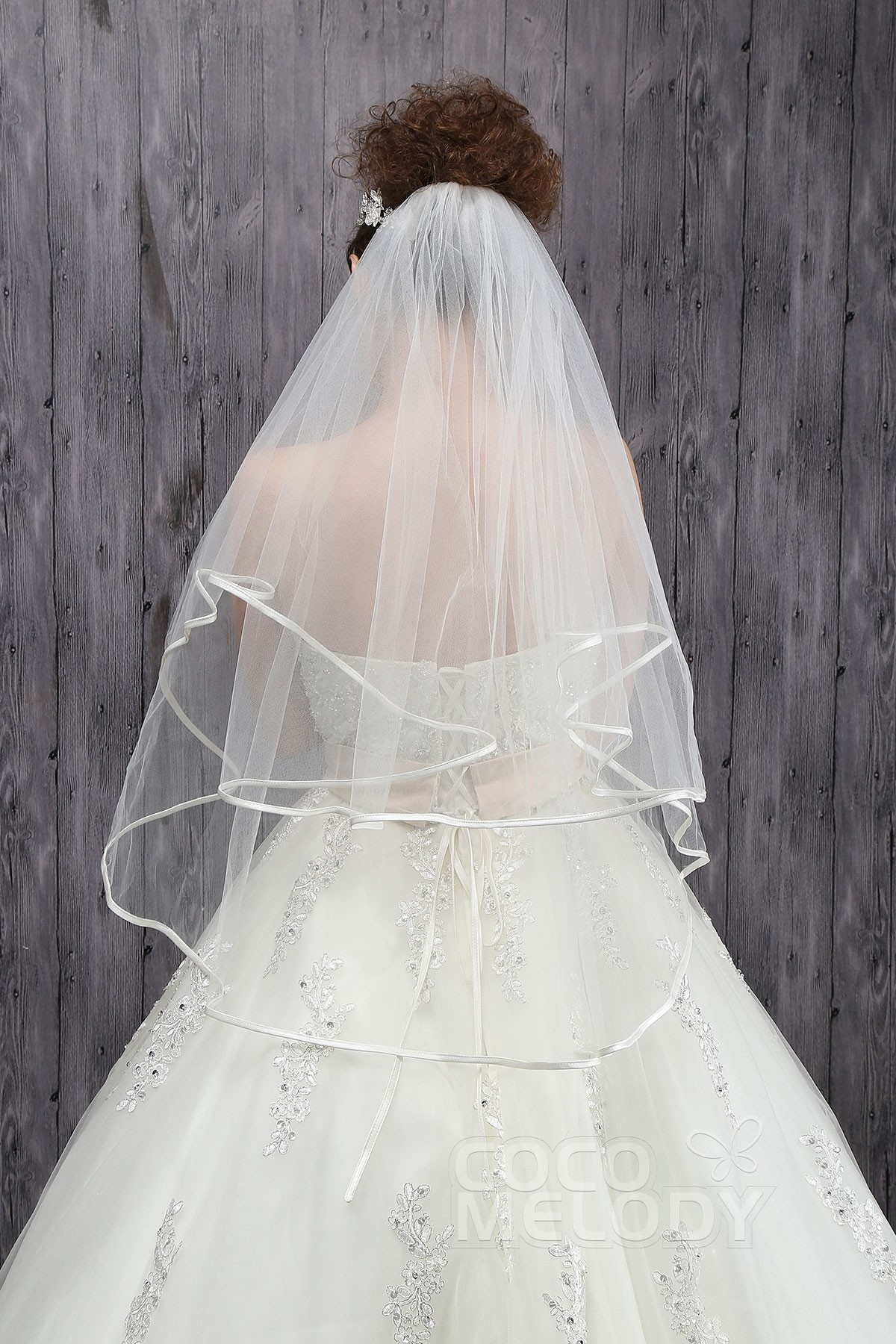 Classic Two-tier Ribbon Edge Tulle Ivory Hip Veils CV0015004