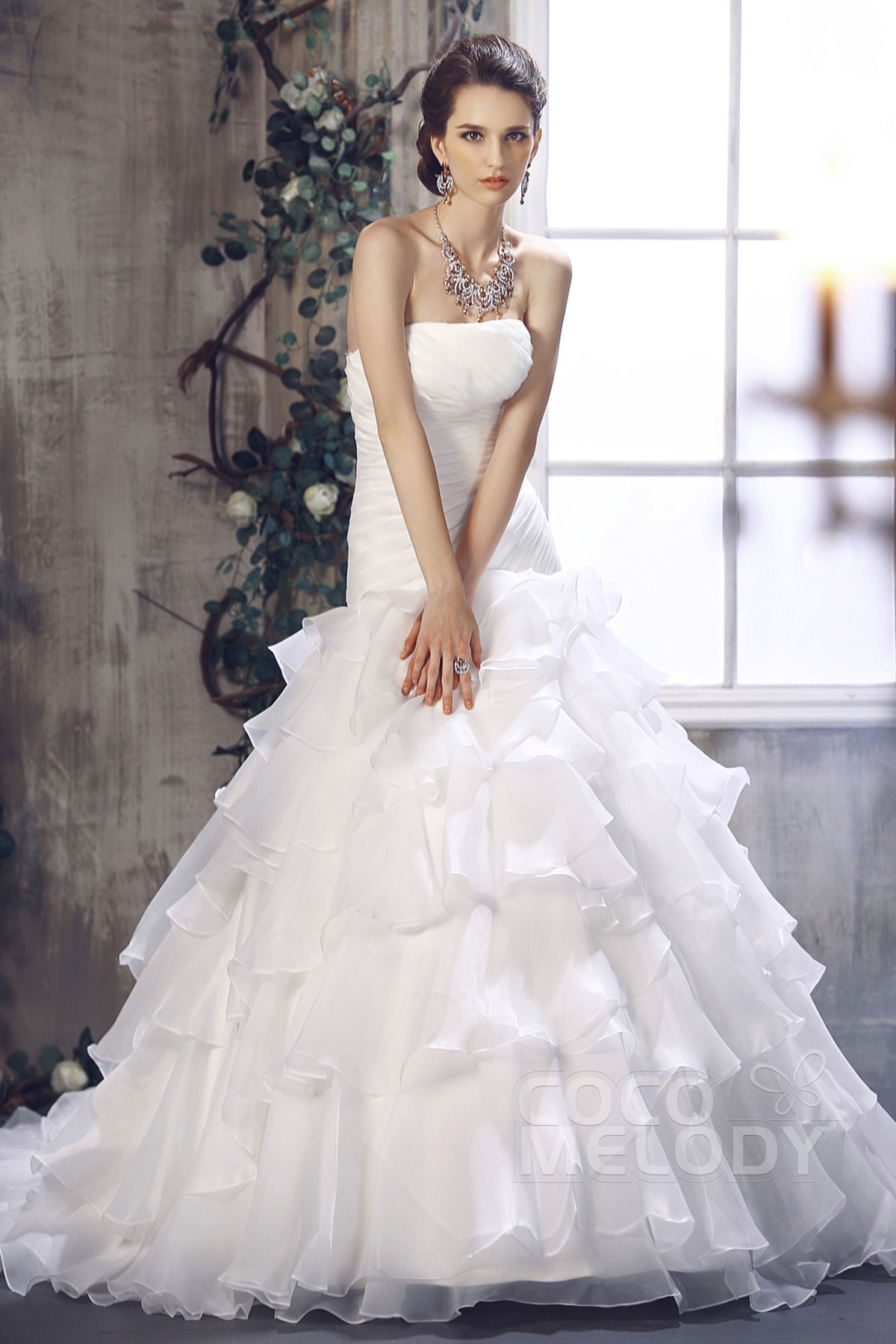 Cocomelody princess strapless chapel train organza for Wedding dresses chapel train
