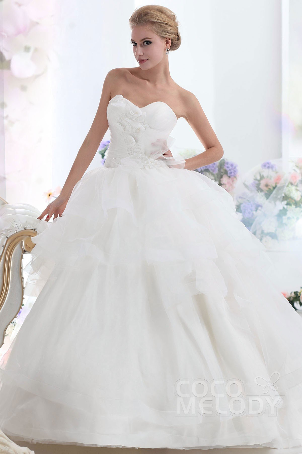 Cocomelody ball gown sweetheart chapel train organza for Wedding ball gown dresses