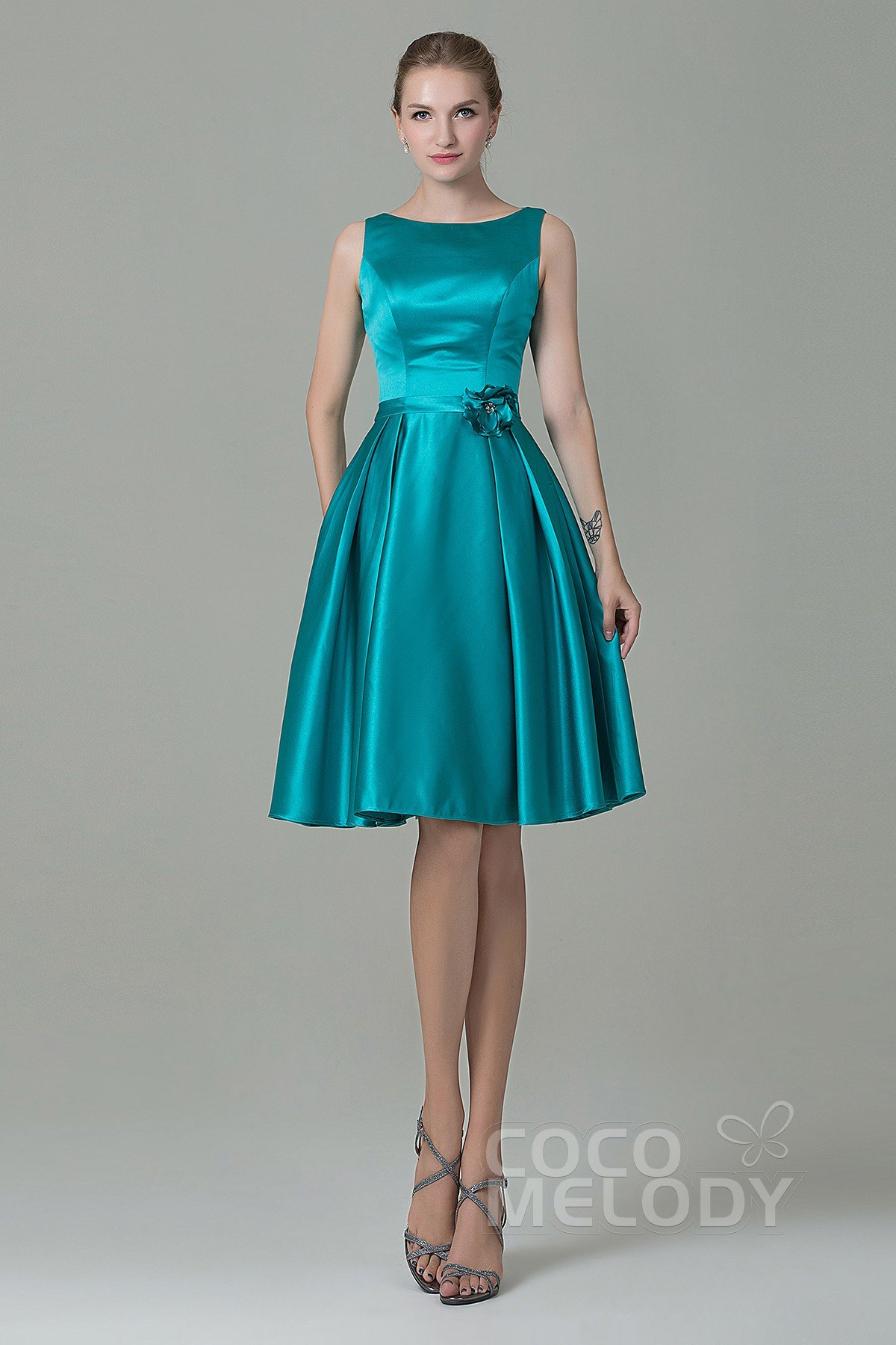 Pretty A-Line Bateau Natural Knee Length Satin Blue Turquoise Sleeveless Zipper Bridesmaid Dress with Flower COZK1500B