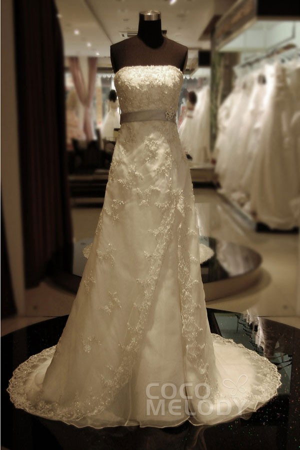 Fashion A-Line Strapless Court Train Lace Ivory Sleeveless Zipper Wedding Dress with Beading and Sashes KT9653