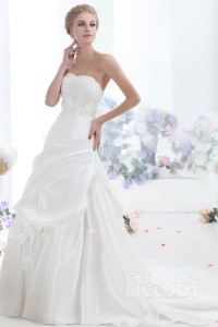 Cocomelody a line sweetheart chapel train taffeta wedding for Plus size wedding dresses in wichita ks