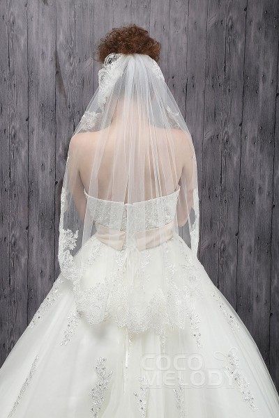 Elegant One Tier Lace Edge Tulle Ivory Hip Veils CV0015005